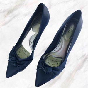 LIKE NEW dexflex comfort Navy Pointed Toe Heels